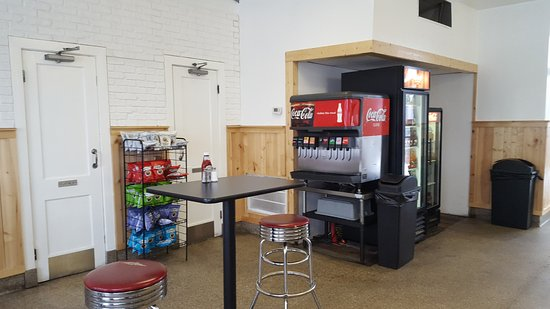 West Springfield, MA: Drink Station