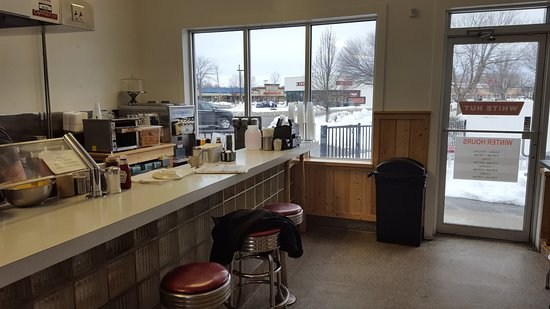 West Springfield, MA: Counter Dining
