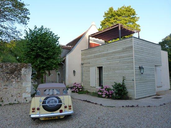 Saint Avertin, France: Parking privatif fermé. Privative closed parking
