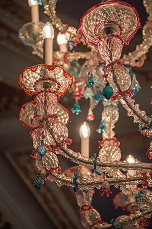 County Kildare, ไอร์แลนด์: Close up of the stunning Murano Glass Chandelier