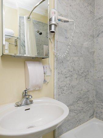 Vantaggio Suites - Garland: Bathroom 1