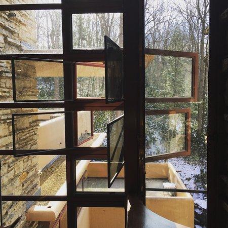 Mill Run, PA: Opening corner windows