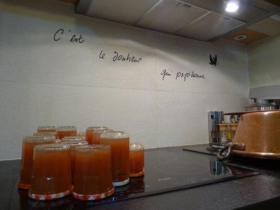 Saint Avertin, France: Ready for breakfast