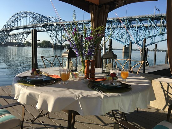 Grand Island, NY: Dine waterside