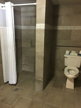 Menomonie, WI: Pool area bathroom