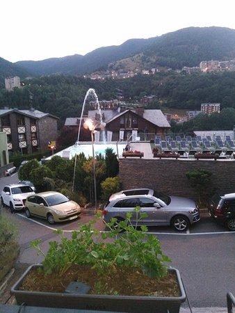 Hotel Anyos Park : Vue du balcon sur la piscine