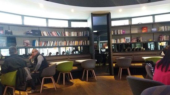 steak tartar com fritas e salada photo de cafe des concerts paris tripadvisor. Black Bedroom Furniture Sets. Home Design Ideas