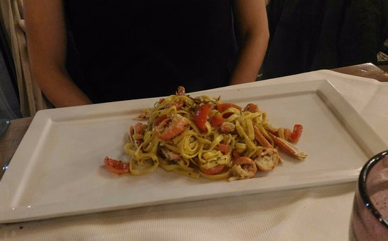 Montescudaio, Italia: Linguine scampi e tartufo.