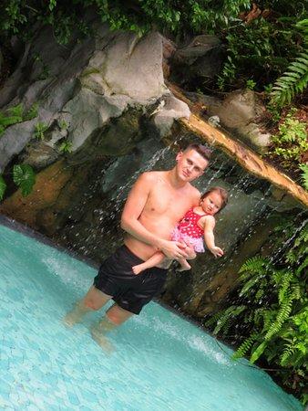 Sama-Sama Hotel KL International Airport: Me and my daughter at the pool at Sama-Sama Hotel.
