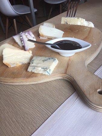 Azzate, Włochy: Tagliere di formaggi e salumi,risotto con portulaca,carpaccio di gamberi e cumino.Torta allo yog
