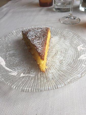 Azzate, Italia: Tagliere di formaggi e salumi,risotto con portulaca,carpaccio di gamberi e cumino.Torta allo yog