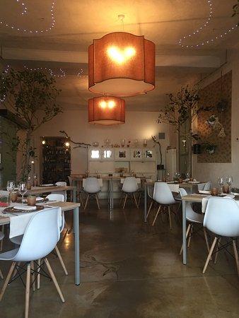 Azzate, Italy: Tagliere di formaggi e salumi,risotto con portulaca,carpaccio di gamberi e cumino.Torta allo yog