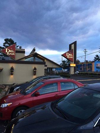 Lake Delton, WI: Del Bar Outside