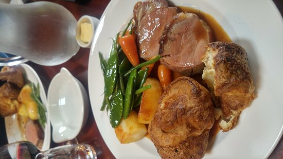 Llanelltyd, UK: Sirloin beef Sunday lunch