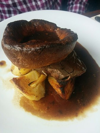 Whitfield, UK: Roast pork, parsnips and potatoes and gravy