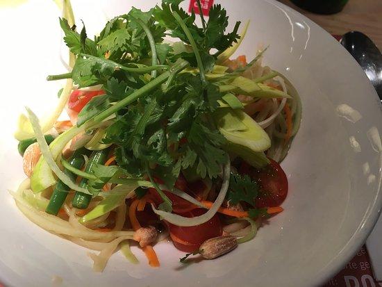 Wallisellen, Suiza: Speisekarte und Thai Papaya Salat