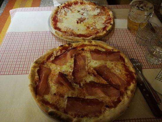 Morgex, Italy: pizza valdostana e pizza trentina