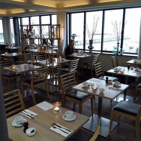 Skodsborg, Denmark: Designen och inredningen på restaurangen var otroligt vacker