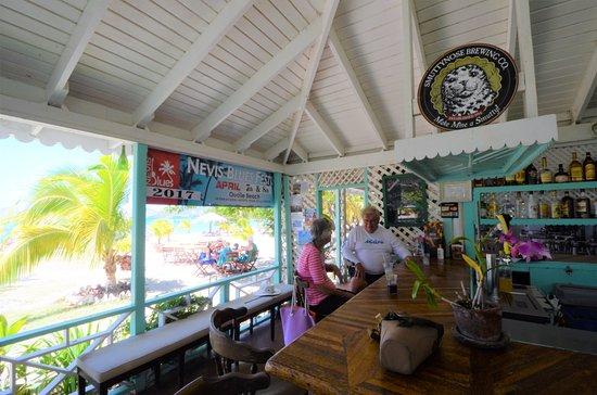 New Castle, Nevis: Oualie Beach bar