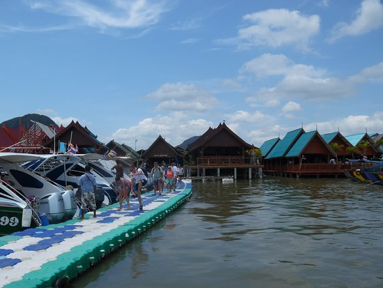 Koh Panyi (Floating Muslim Village): Floating pier near the lunch area.