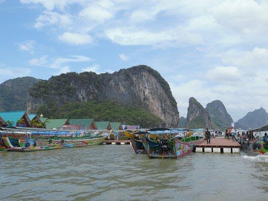 Koh Panyi (Floating Muslim Village): boats that transport the tourists.