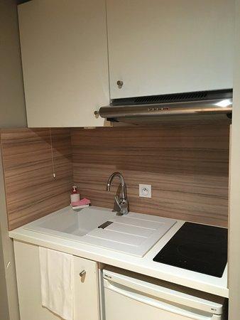 Quality Suites Lyon 7 Lodge: espace cuisine