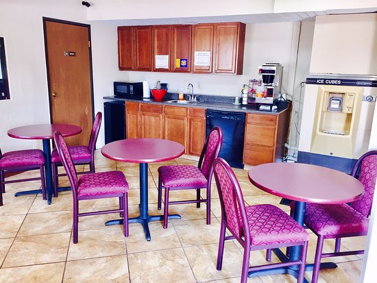 Lyons, KS: Breakfast area/ juice and coffee, ice machine