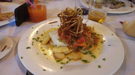 Proaza, Espagne : Bacalao con pisto y solomillo de xata roxa