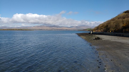 Bantry, Irlanda: Walk at low tide, looking north
