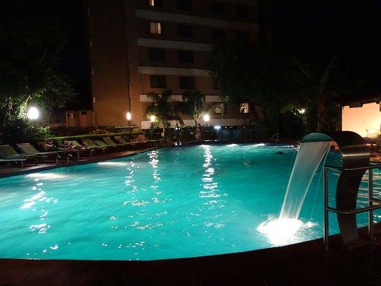 Hotel Saint George: la pileta esta habilitada hasta las 21hs