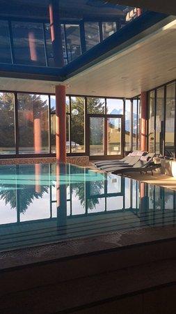 Beatenberg, Switzerland: Hotel localizado no meio das montanhas e com vista incrível!!  Só que não é muito aquecido... pa