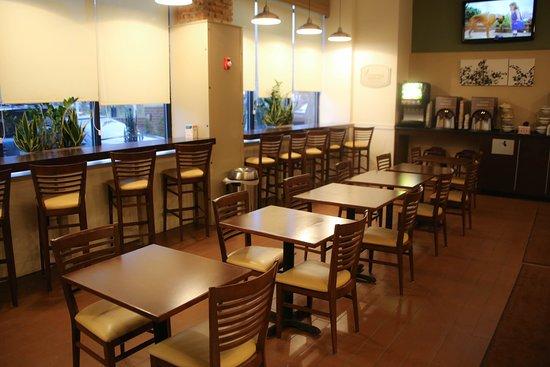 سليب إن آند سويتس داونتاون إنر هاربور: Breakfast area