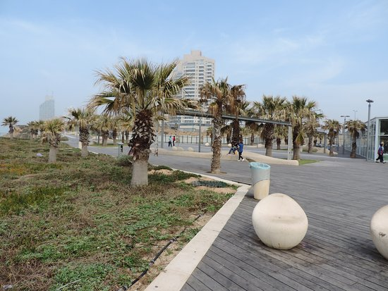 Ramada Hotel and Suites Netanya: The Promenade