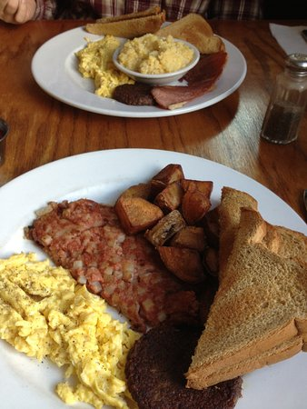 The Southern Way Cafe : Eggs, corned hash, sausage and potoatoes. Eggs, ham and grits.