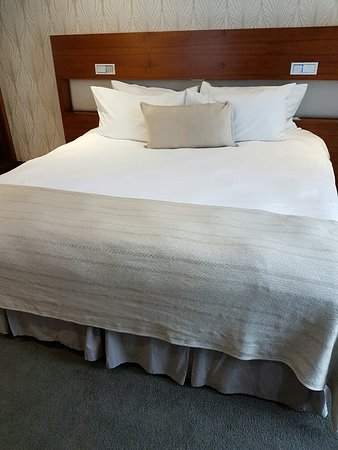 The Square Boutique Hotel & Spa: Comfortable double bed