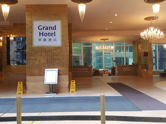 BEST WESTERN Grand Hotel Hong Kong : Entrance from Hillwood Rd.