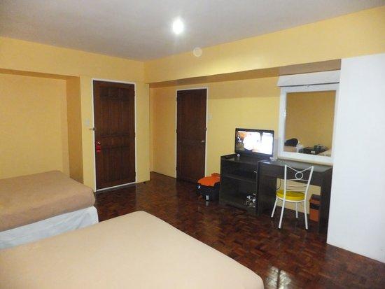 Leyte Park Resort Hotel: Cottage bedroom