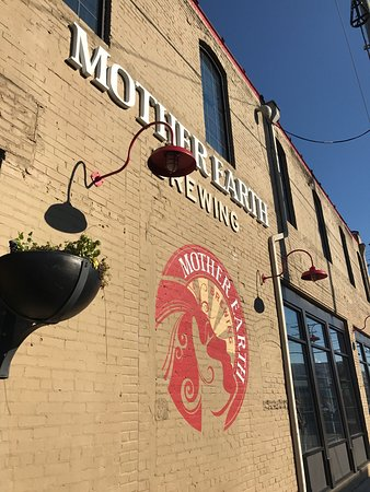 Kinston, Kuzey Carolina: Mother Earth Brewing