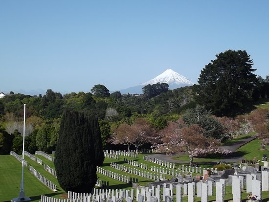 New Plymouth, Nya Zeeland: Southern view from top of hill.