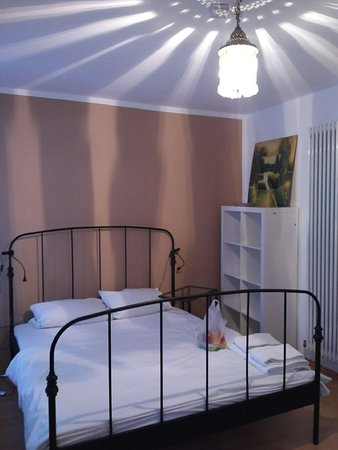 Brook Lane Hostel: Double room with shared bathroom
