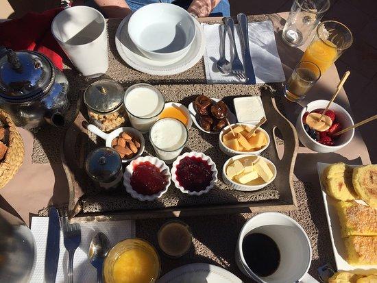 Riad les Orangers d'Alilia Marrakech: Frühstück auf der Dachterrasse