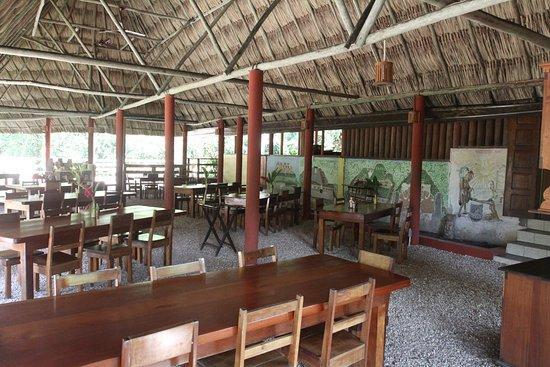 Crystal Paradise Resort: Dining area.