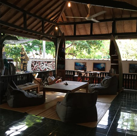 Gili Air, Indonesien: 3W Dive base - Place to chill out, fill out your log book. read some magazines on diving..