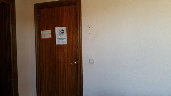 Hostal Descalzos: SUPERMEGA SUCIO... UN ENGAÑO TOTAL