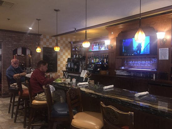 Lake Forest, CA: Small bar area
