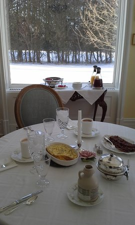 Marble Mansion Inn: Breakfast time