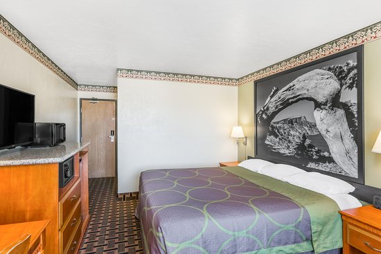 Super 8 Grants Pass: Standard King Room