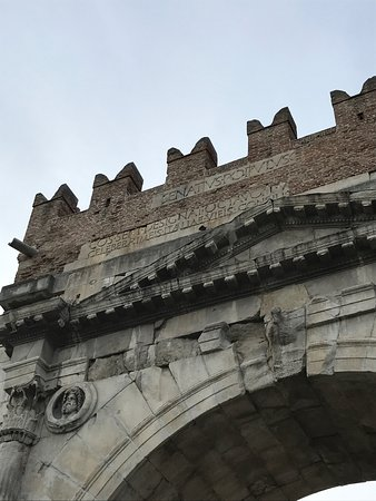Arco d'Augusto: photo3.jpg