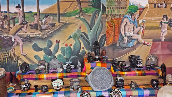 San Juan Teotihuacan, México: Mural and products for sale at El Quetzel