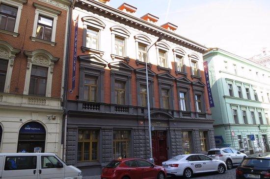 EA Embassy Prague Hotel Resmi